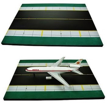 INFLIGHT200 | RUNWAY DISPLAY DECK (WOOD) | 1:200